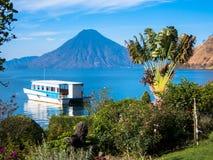 Volcano View com barco Imagem de Stock