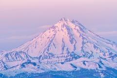 Volcano Vilyuchinsky no nascer do sol, península de Kamchatka, Rússia fotos de stock royalty free