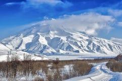 Volcanoes av den Kamchatka halvön, Ryssland. Arkivfoto