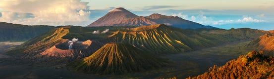 Volcanoes av Indonesien royaltyfri fotografi