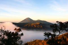 Volcanoes i den Bromo Tengger Semeru nationalparken Arkivfoton