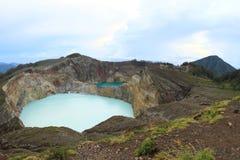 Volcanoes Kelimutu med unika sjöar knackar lätt på och tenn arkivfoto