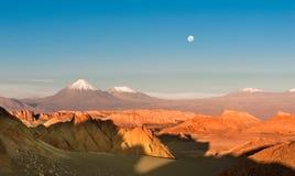 Volcanoes Licancabur och Juriques, Atacama Arkivbild
