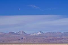 Volcanoes och måne Royaltyfri Foto