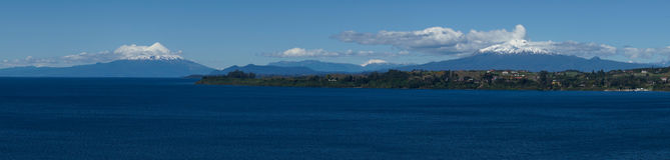Volcanoes Osorno, Calbuco, Puerto Varas i Chile - Obraz Royalty Free