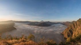 Volcans de Bromo, de Batok et de Semeru au lever de soleil, île de Java, Tengg Photographie stock libre de droits
