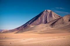 Volcans Licancabur et Juriques, Chili Image libre de droits