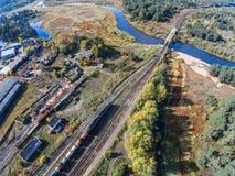 Volchina-Fluss und Eisenbahnbrücke Lizenzfreie Stockbilder