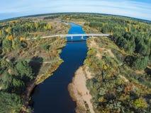 Volchina und die Flussstraßenbrücke Stockbilder