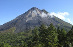 Volcán de Arenal en Costa Rica Imagen de archivo