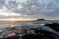 Volcán en la puesta del sol, isla de Jeju, Corea Imagen de archivo libre de regalías