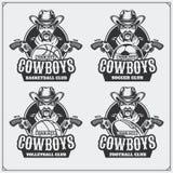Voleibol, béisbol, fútbol y logotipos y etiquetas del fútbol Emblemas del club de deporte con el vaquero stock de ilustración