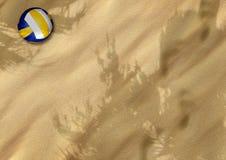 Voleibol de la playa en la arena libre illustration