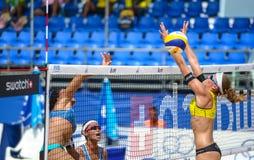 Voleibol de playa Foto de archivo libre de regalías
