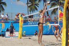 Voleibol de playa profesional para mujer imagenes de archivo