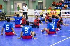 Voleibol do assento dos homens para pessoas incapacitadas Fotografia de Stock