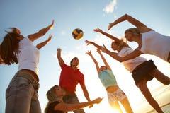 Voleibol en la playa Imagen de archivo libre de regalías