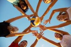 Voleibol na praia Foto de Stock Royalty Free