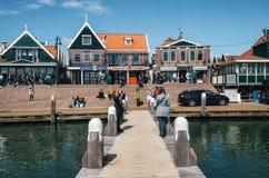 Volendam mit typischen traditionellen Häusern, die Niederlande Stockfotografie