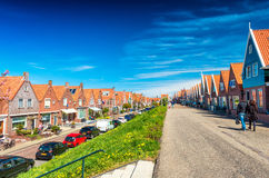 VOLENDAM, NETHERLANDS - APRIL 27, 2015: Classic homes aligned al Royalty Free Stock Photography