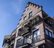 VOLENDAM, PAYS-BAS - 18 JUIN 2014 : Maisons et rues traditionnelles dans la ville Volendam, Pays-Bas de la Hollande Photo libre de droits