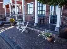 VOLENDAM, PAYS-BAS - 18 JUIN 2014 : Maisons et rues traditionnelles dans la ville Volendam, Pays-Bas de la Hollande Photos libres de droits