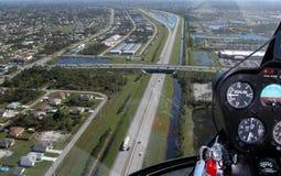 Voler au-dessus de l'autoroute à péage de la Floride Images libres de droits