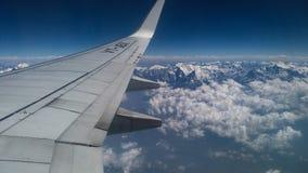 Voler au-dessus de la montagne de l'Himalaya Photos stock