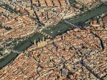 Voler au-dessus de la ville espagnole de Saragosse Espagne Photos stock