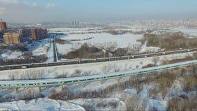 Voler au-dessus de la ville Passerelle de ville Pont en métro clips vidéos
