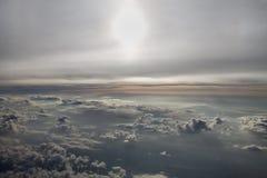 Voler au-dessus des nuages Image libre de droits