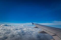 Voler au-dessus des nuages Photos libres de droits