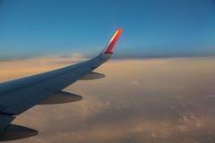 Voler au-dessus des nuages Photographie stock libre de droits