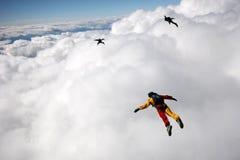Voler au-dessus des nuages de cummulus Photo stock