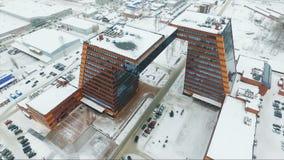 Voler au-dessus du bâtiment en verre Architecture intéressante clips vidéos
