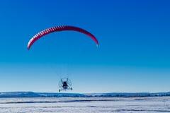 Voler au-dessus du champ Image libre de droits