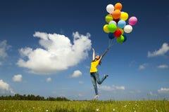 Voler avec des ballons photo libre de droits