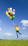 Voler avec des ballons photographie stock