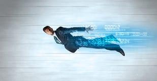 Voler d'homme d'affaires superbe rapidement avec des données numérote à gauche derrière photos libres de droits