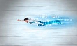 Voler d'homme d'affaires superbe rapidement avec des données numérote à gauche derrière image stock
