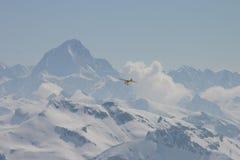 Voler dans les montagnes Images libres de droits