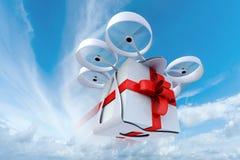 Voler de bourdon actuel dans le ciel Photos stock