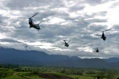 Voler des hélicoptères CH-46 Images libres de droits