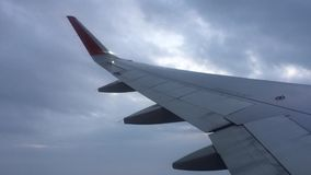 Voler par les nuages banque de vidéos