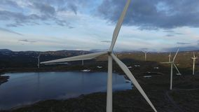 Voler vers des moulins à vent banque de vidéos