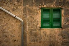 Volet vert de fenêtre Photo libre de droits