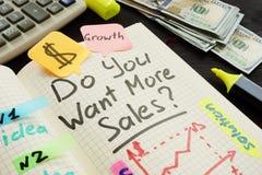 Volete più vendite scritte in una nota fotografia stock