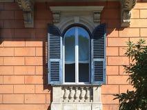 Volets antiques de fenêtre, Rome Photographie stock