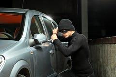 Voleur essayant de voler une automobile Images libres de droits