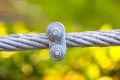 Volez l'amitié de concept de câble métallique ou fort image stock